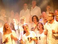 The Young Church Singers treden op bij Cubic Colors