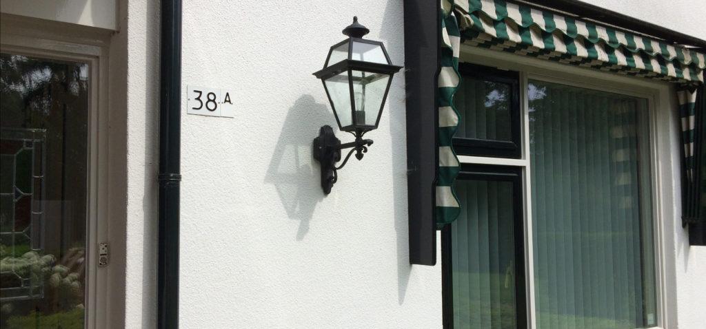 Huisnummer op pand
