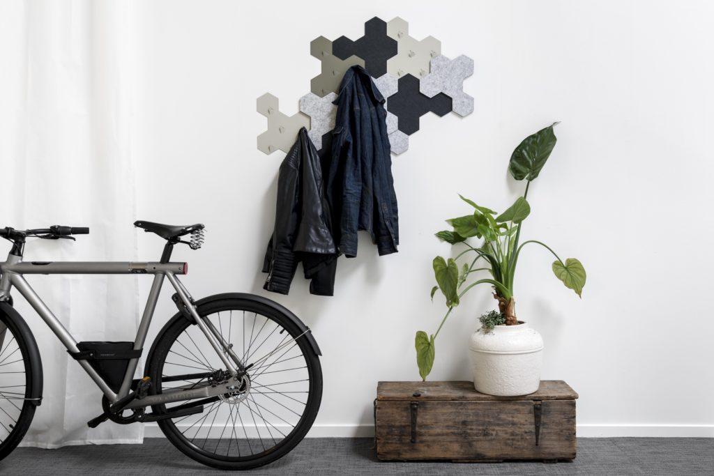 Interieur met Valence wandsysteem en fiets